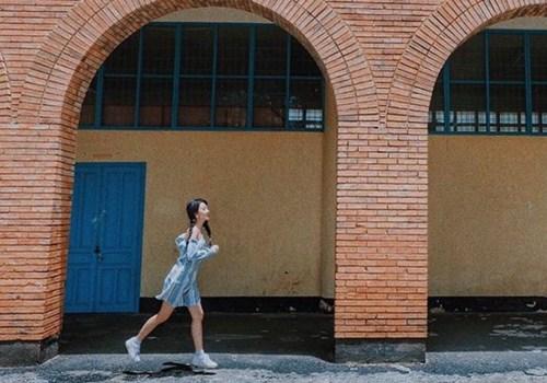 """Kiểu giày nào được các hotgirl Việt """"cưng chiều"""" ngày hè? - 7"""