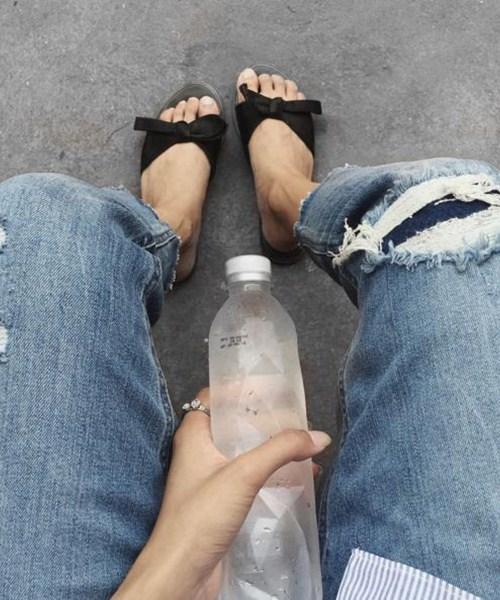 """Kiểu giày nào được các hotgirl Việt """"cưng chiều"""" ngày hè? - 8"""