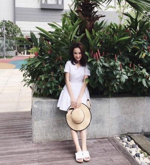 """Kiểu giày nào được các hotgirl Việt """"cưng chiều"""" ngày hè? - 11"""