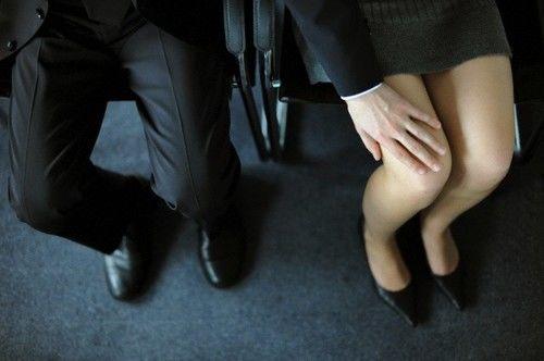 Anh: 2/3 phụ nữ trẻ bị quấy rối tình dục nơi làm việc - 1