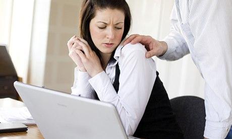 Anh: 2/3 phụ nữ trẻ bị quấy rối tình dục nơi làm việc - 3