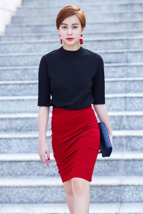 Hoàng Thùy Linh quá gợi cảm với với soóc, váy ngắn - 9