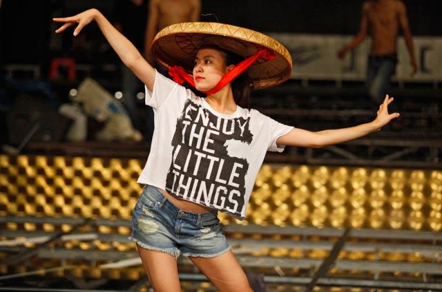 Hoàng Thùy Linh quá gợi cảm với với soóc, váy ngắn - 13