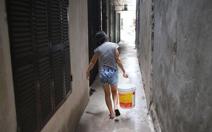 Sống giữa Thủ đô, không dám đi vệ sinh vì... mất nước - 6