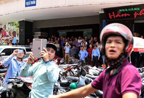 Hà Nội: Cháy nhà 4 tầng, cả khu phố náo loạn - 3