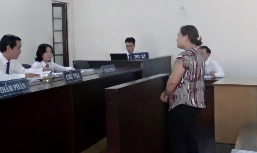 """Bị tăng hình phạt sau khi tố chồng thư ký tòa """"ăn tiền"""" - 1"""