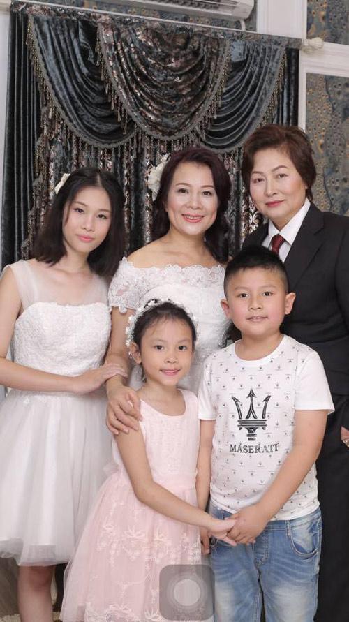 Hôn nhân đổ vỡ, hai người phụ nữ quyết định cưới nhau - 2