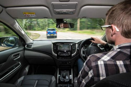Toyota Hilux mới có đối đầu nổi với Mitsubishi L200? - 3