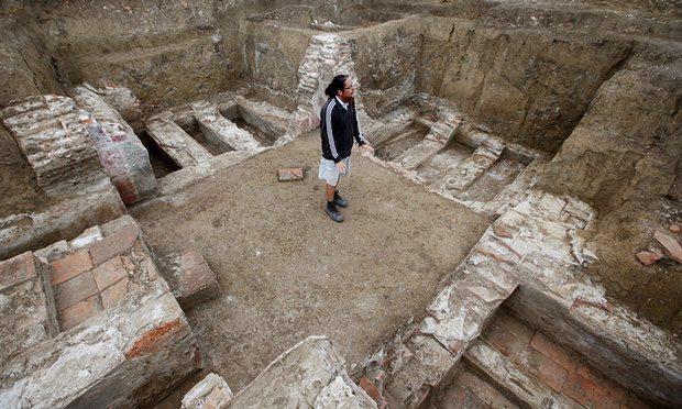 Khám phá lời nguyền lạ trong mộ cổ Serbia - 3