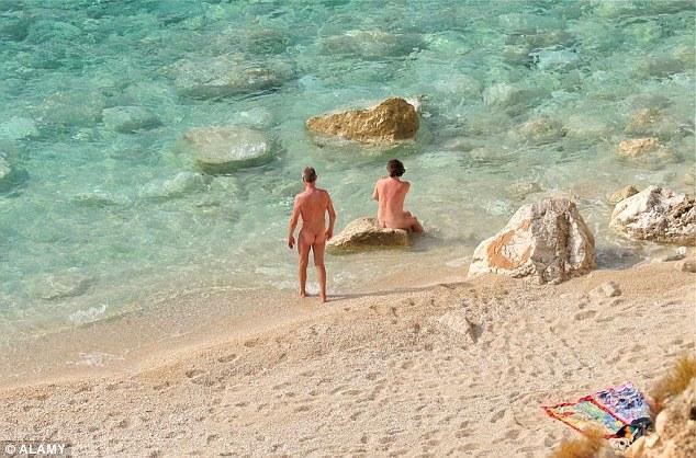 Gần 60% du khách Anh thích đi du lịch khỏa thân - 1