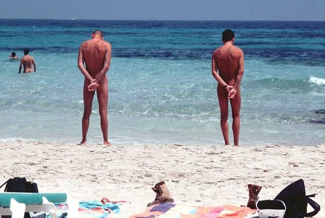 Gần 60% du khách Anh thích đi du lịch khỏa thân - 2