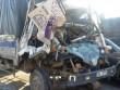 Tông đuôi xe tải đang chờ đèn đỏ, 2 người thương vong