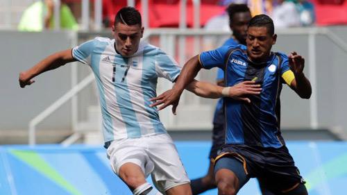 Argentina - Honduras: 3 quả 11m, 9 thẻ vàng - 1