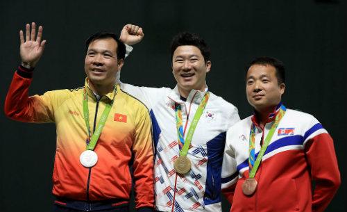 Hoàng Xuân Vinh giành thêm HCB Olympic: Vỡ òa niềm vui mới - 1