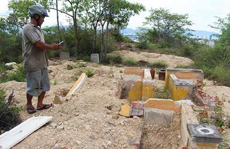 """Vụ dự án """"đào trộm"""" mộ: Hài cốt lẫn lộn, thất lạc - 1"""