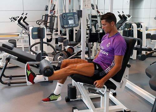 Ronaldo chi tiền cứu hòn đảo quê nhà khỏi hỏa hoạn - 4