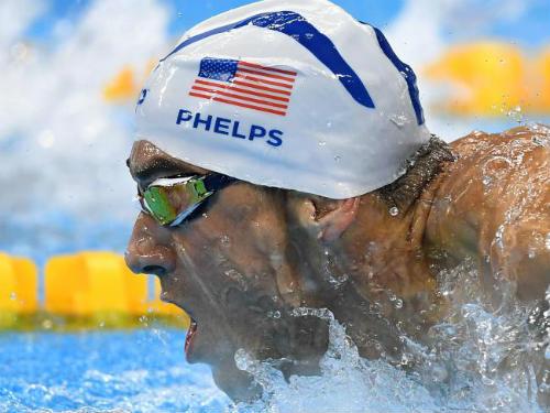 Huyền thoại bơi Michael Phelps: 1 mình ăn bằng 4 người - 1