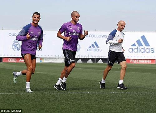 Ronaldo chi tiền cứu hòn đảo quê nhà khỏi hỏa hoạn - 1