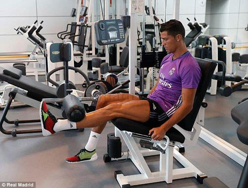 Ronaldo chi tiền cứu hòn đảo quê nhà khỏi hỏa hoạn - 3