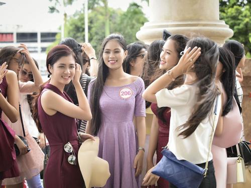 Hình ảnh đời thường mơn mởn của thí sinh Hoa hậu VN - 7
