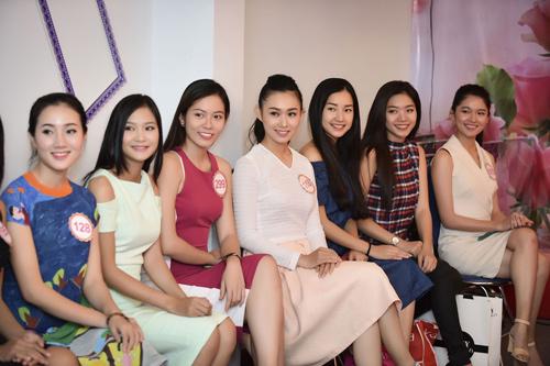 Hình ảnh đời thường mơn mởn của thí sinh Hoa hậu VN - 8
