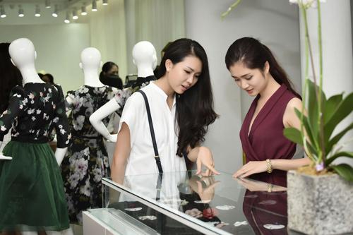 Hình ảnh đời thường mơn mởn của thí sinh Hoa hậu VN - 15