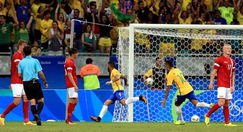 """Brazil - Đan Mạch: Không thể ngăn """"bão"""" Samba - 1"""