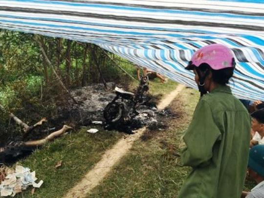 Phát hiện một phụ nữ chết cháy cạnh chiếc xe máy - 2