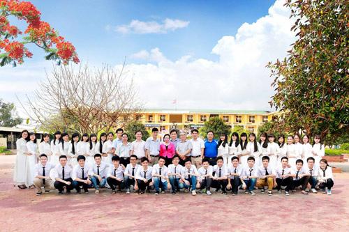 Ảnh kỷ yếu của lớp có 100% học sinh đỗ ĐH ở Nghệ An - 1