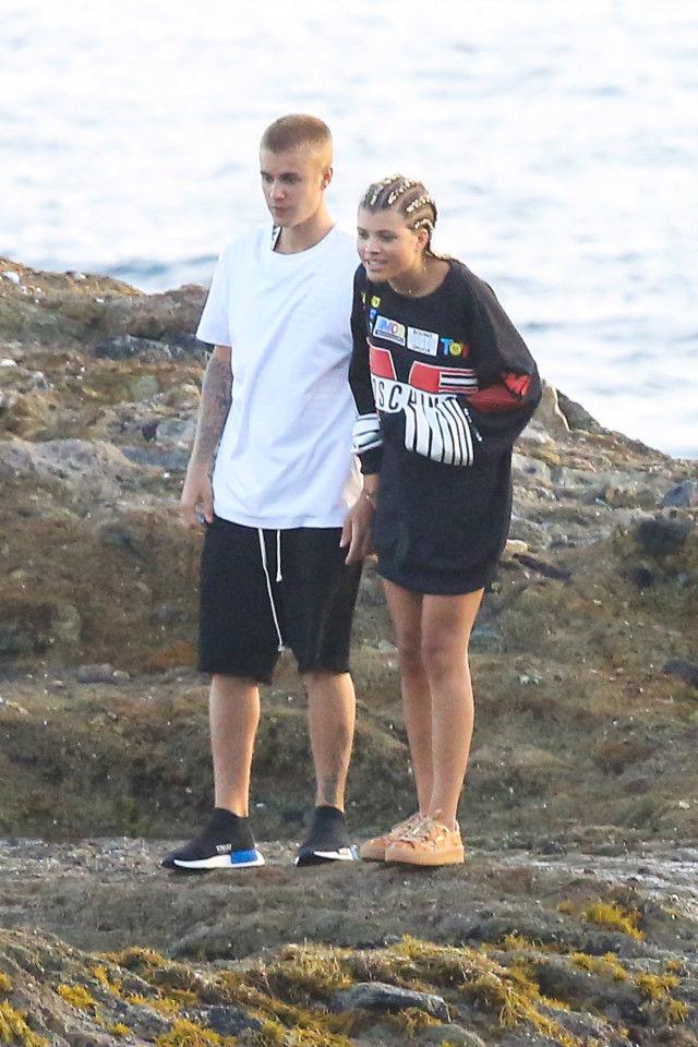 Justin Bieber bị nghi qua đêm cùng con gái danh ca Lionel Richie - 1