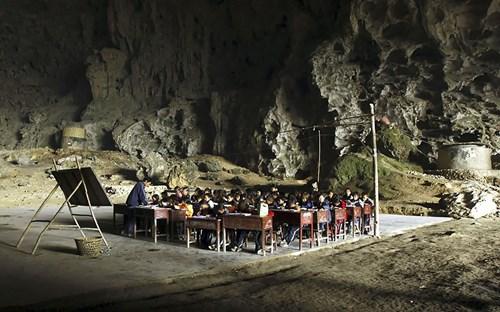 Kỳ lạ ngôi làng trong hang động có lớp học, sân bóng rổ - 4