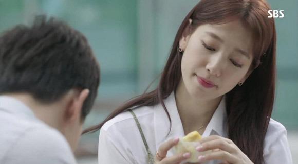 """Park Shin Hye gây tranh cãi vì """"coi thường"""" cư dân mạng - 4"""
