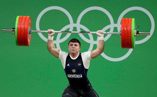 Rợn người cảnh đô cử Olympic bị trật khớp cùi chỏ - 1