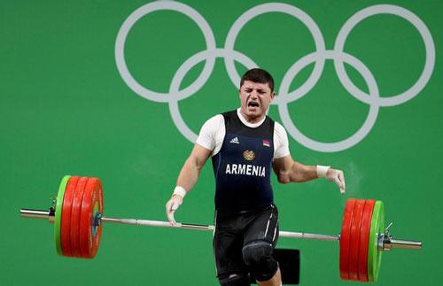 Rợn người cảnh đô cử Olympic bị trật khớp cùi chỏ - 2