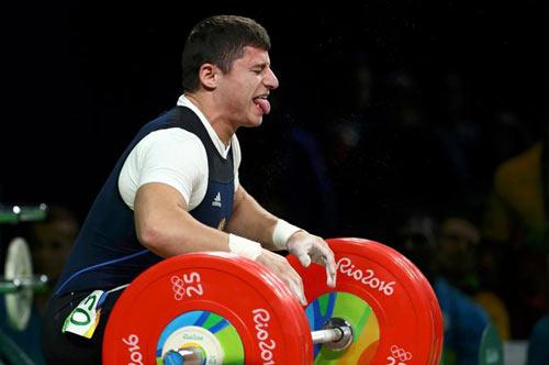 Rợn người cảnh đô cử Olympic bị trật khớp cùi chỏ - 3