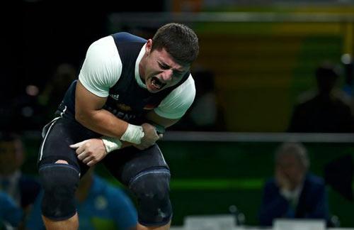 Rợn người cảnh đô cử Olympic bị trật khớp cùi chỏ - 7