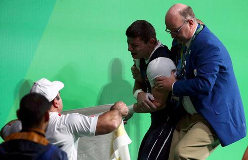 Rợn người cảnh đô cử Olympic bị trật khớp cùi chỏ - 8