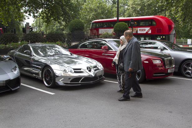 Loạt siêu xe của giới giàu Ả Rập náo loạn London - 1