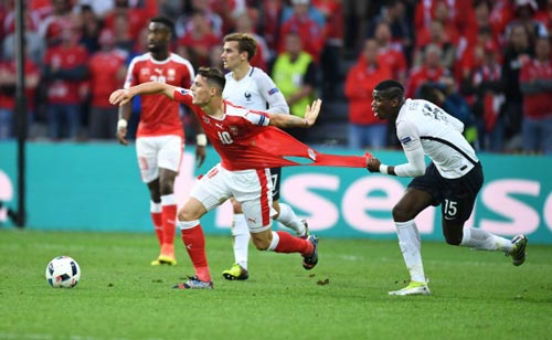 Pogba - Xhaka: Cặp đấu nảy lửa Vieira-Keane tái hiện ở NHA - 1