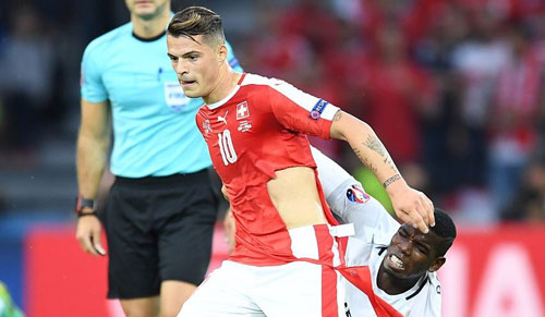 Pogba - Xhaka: Cặp đấu nảy lửa Vieira-Keane tái hiện ở NHA - 5