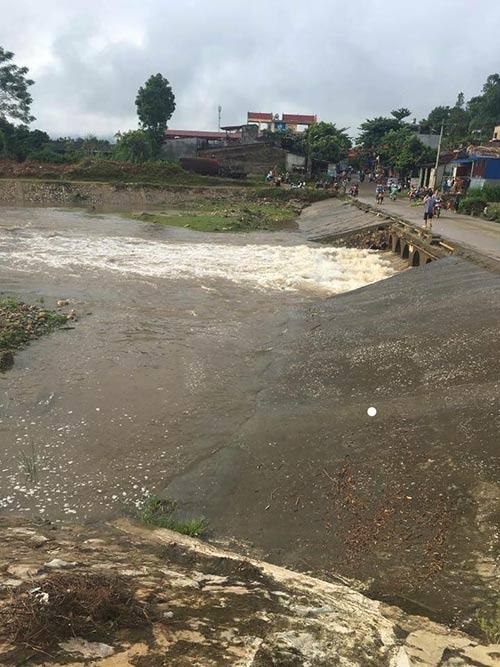 Lào Cai: Xe máy ở dưới suối, 2 vợ chồng mất tích bí ẩn - 1