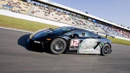 Hai người Việt đầu tiên chạy thử siêu xe Lamborghini Super Trofeo - 1