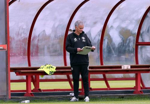 """Mourinho """"tra tấn"""" sao MU bằng lịch tập siêu nặng - 2"""