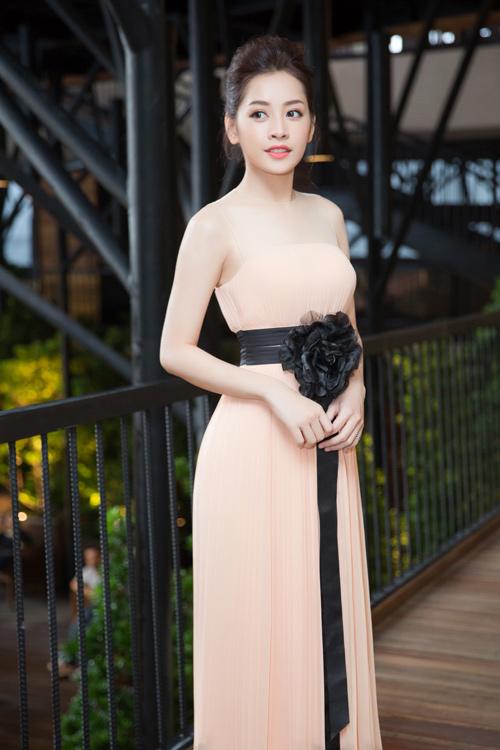 Chi Pu lên tiếng về chiếc váy sexy bị chê - 8