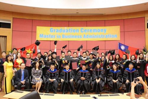 Trường Đại học Kinh doanh và Công nghệ Hà Nội tuyển sinh du học - 2