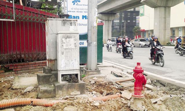 Hà Nội: Nhiều nguy cơ chết vì điện… giữa phố - 2