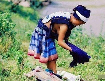 Bộ tộc ở TQ toàn thiếu nữ xinh xắn không mặc nội y - 2