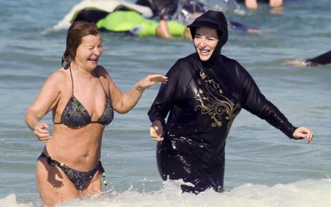 Pháp: Cấm phụ nữ mặc áo bơi Hồi giáo đi biển - 3
