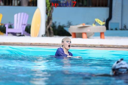 Thí sinh Next Top Model quằn quại chụp hình dưới nước - 3