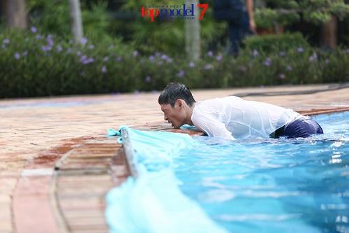 Thí sinh Next Top Model quằn quại chụp hình dưới nước - 6